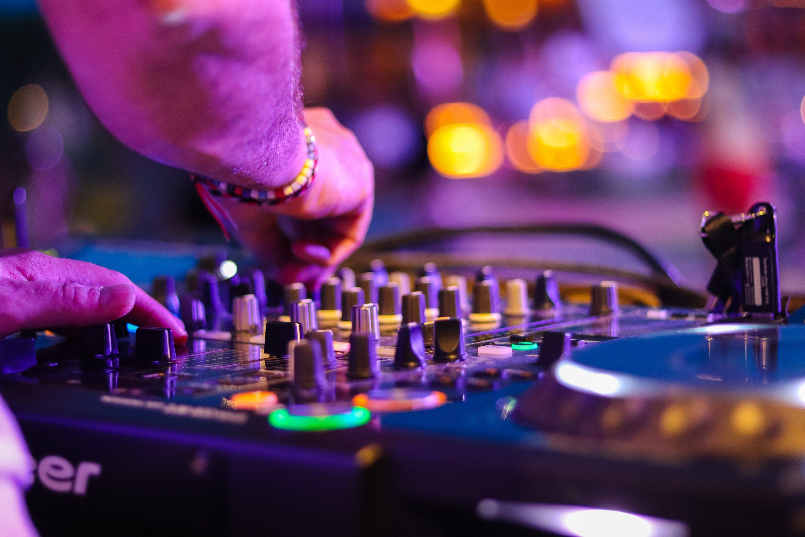 Lounge DJ boeken